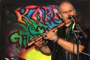 Дмитрий играет на бамбуковой флейте